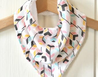 Feather Bandana bib | Dribble bib | Baby bib | Girls bandana bib | Baby gift | Baby clothes | Drool bib | Baby shower gift