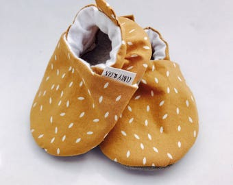 Rustic Yellow Baby Shoes, Mustard Baby Shoes, Soft Sole Baby Shoes, Baby Booties, Baby Moccasins, Crib Shoes, Toddler Slippers, Baby Moccs