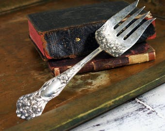 1909 Antique Stratford Silver Co. Serving Fork Lilyta Pattern Silverplate