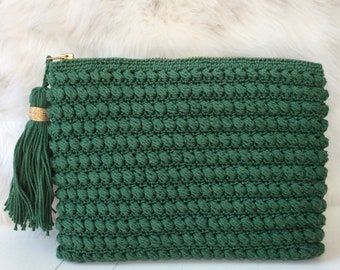 Handmade clutch, crochet bag, makeup bag, makeup pouch, green bag, pouch with tassel, clutch with tassel and zipper, 21*15 cm, dark green