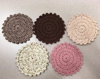 Crochet round coasters with picot edging pattern
