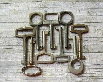 20% Off Sale 9 Vintage Keys, Vintage Finding, Old Unusual Keys, Small Old Keys, Tiny Vintage Keys, Small Metal Key, Antique Keys