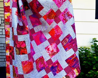 Quilt Kaffe lap quilt, couch quilt, throw quilt, pinks, reds, gray, lilac