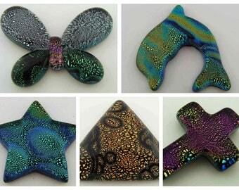 Cabochon verre dichroïque forme diverses pièce unique modèle au choix DIY création bijoux Papillon Dauphin Etoile Croix Ronds Fleur Triangle