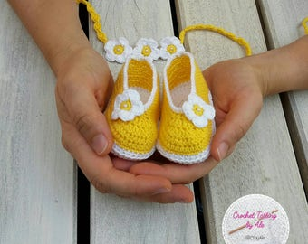 Baby girl booties with crochet flower wreath