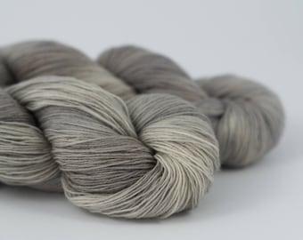 Handdyed semisolid sock yarn Colorway: STAINLESS STEEL 75/25 wool/polyamide 100g/420m 3.5 oz/460y 4ply, fingering, pastel, soft, warm