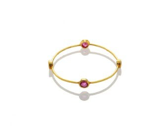 Elegant ring made with a 18-carat round gold thread with 4 rubies