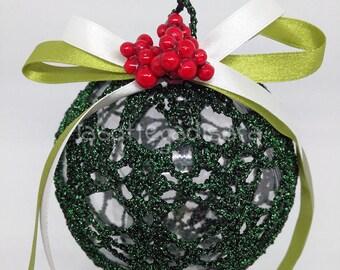 Green ball to hang 10 cm in diameter.