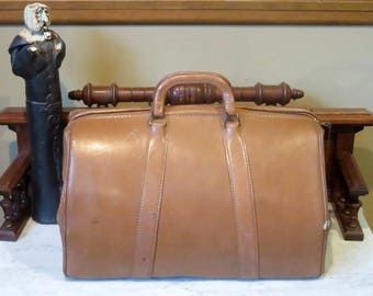 Vintage Mutual Company Doctor Bag In Tan Leather With Zipper Lock And Key