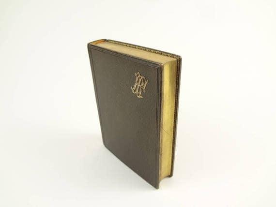 1900 Missel de la Sainte Eucharistie (Missal).Beautifully illustrated and decorated. Fine binding (leather). AEG. Clamshell box.