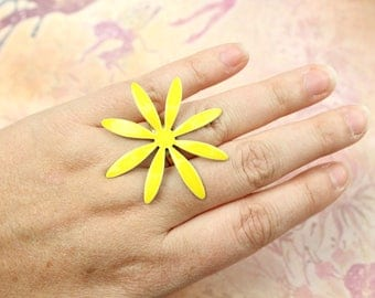 Vintage New Old Stock Flower Power Ring // 1970s Ring // Daisy Ring // Enamel Adjustable Ring // Yellow Flower Ring