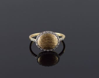 14k Diamond Oval Textured Ring Gold