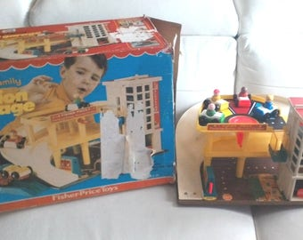 Vintage 1970 Fisher Price Garage with original box. 100% complete Little people no. 930