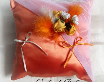 ring pillow in white organza and orange duchesse satin