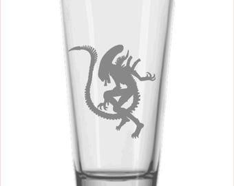 Alien 'Xenomorph' inspired drinking glass (2 designs)
