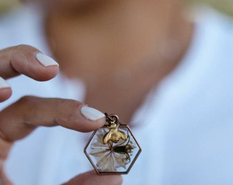 Honeycomb Necklace, Honeycomb Jewelry, Pressed Flower Necklace, Copper Necklace, Honeycomb, Pressed Flowers, Honey Bee, Bee Charm, Resin
