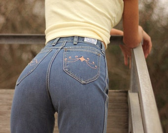 Vintage High-Waisted Wrangler Flare Jeans with Pink Embroidered Details