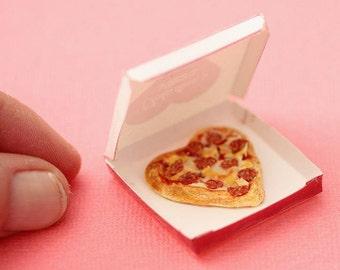 Miniature pizza: Dollhouse heart shaped pizza-Scale 1/12 miniature