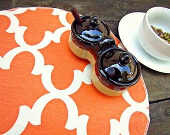 Set of 4 round placemats, cotton table linens, fynn quatrefoil, tangerine orange and natural