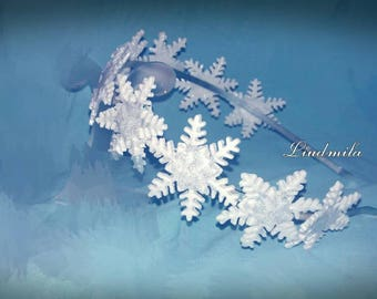 Snowflakes for the vintage holiday wreath