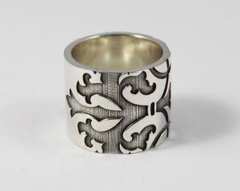 QUEEN , Super wide band, luxury statement ring