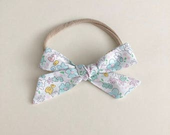 oversized schoolgirl bow | english garden