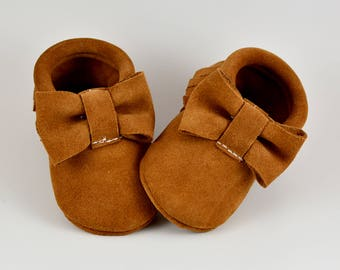 ON SALE! Cinnamon Toast Tan Baby Bow Moccs Bow Moccasins Baby Shoes Handmade Moccasins Genuine Leather Moccs Girls Moccs Toddler Girl Shoes