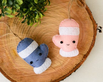 SMITTEN with MITTENS - Keychain - Felt Plush Ornament - Gift for Him/Her, Couple, Christmas Ornament Present - Cute, Funny, Punny, Soft Toy