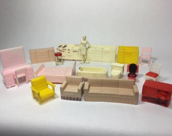 Plastic Dollhouse Furniture, 40s / 50s Vintage Generic Half Scale  Furnishings With Mother Figure