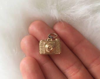 Gold camera charm (9k gold/ vintage)