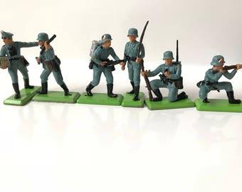 Britains Deetail German Infantry set # 7380 Plastic Metal Base Toy Soldiers, total of 6 figures (*3*)