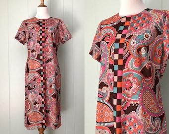 1960s Jule-Wyn New York Paisley Shift Dress | 60s Colorful Floral Print Day Dress | Vintage Retro Novelty Print Short Sleeve Dress