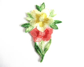 Flower applique, 1930s vintage embroidered applique. Vintage floral patch, sewing supply. #6A8G43KB