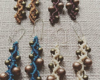 Fine earrings in macramé and pearls