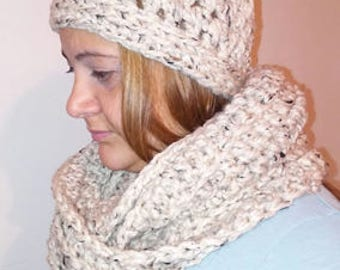 Crochet hat w/pom pom and scarf set. Color: white