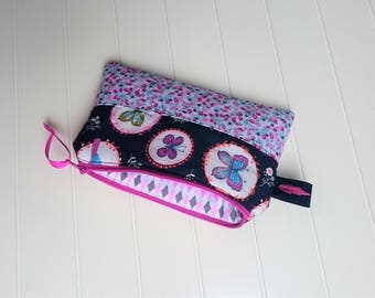 Clutch, rectangular Pocket lined and padded, zippered. Butterflies and flowers