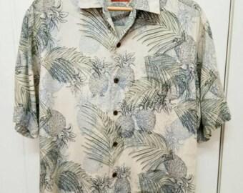 Rare Vintage TOMMY BAHAMA Leaf and Pineapple Full Print Hawaii Short Sleeve Button Down Hawaiian Shirt Size M Medium