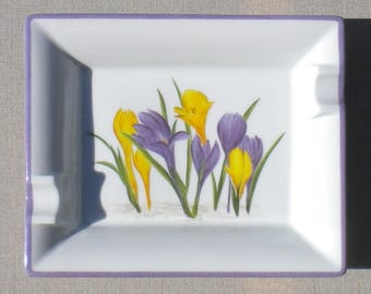 Crocus, ashtray or empty pockets made of porcelain