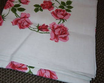 Roses - Roses - Roses - Table Cloth - Linen - Mid Century - Scandinavian - Romantic