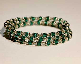 Bracelet with emerald green glass beads