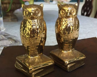 Vintage Gold Wise Owls on Stack of Books Ceramic Salt and Pepper Shakers, Hooters, Vintage Kitchen, Collectible