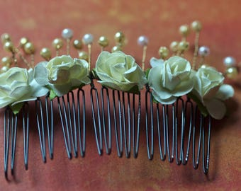 Floral and beaded to the hair comb