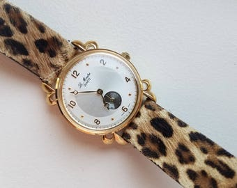 Le Montre Ladies Watch with Leather Band