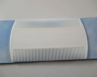 1 Combs lice, slow color white, black plastic.