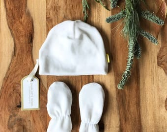 Newborn Hat and Scratch Mittens Set in White Organic Cotton Perfect gift Set for Baby Boys and Girls
