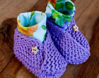 Ultraviolet Booties with Peacock Print Baby Shoes Organic Cotton Hand Knitted Baby Slippers with Wooden Star Buttons