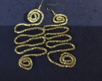 Orecchini alluminio dorato con monachella