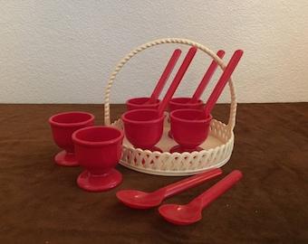 6 Emsa eierdoppen retro rode eierdoppen lepeltjes met mandje Vintage red egg cups spoons with basket