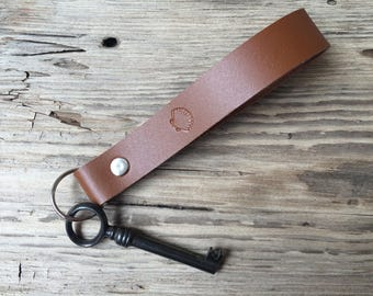 Leather key holder maritime shell leaf bird