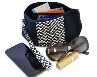 Wristlet bag , zipper bag,  clutch,  zipper pouch, Wristlet purse, Wrist strap clutch, black and white bag, modern bag